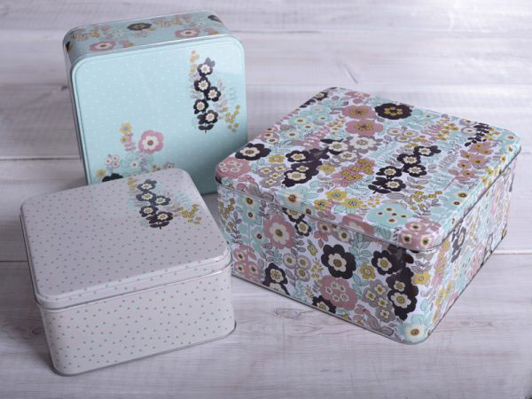 Pretty Retro Set of 3 Square Cake Tins-989