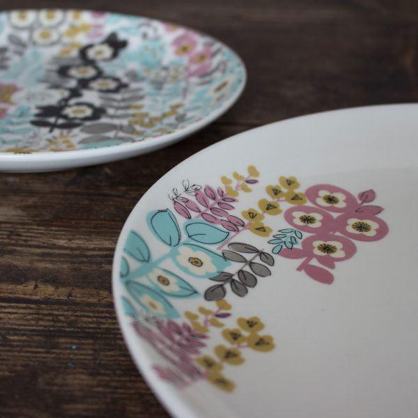 Pretty Retro Floral Dinner Plate-983