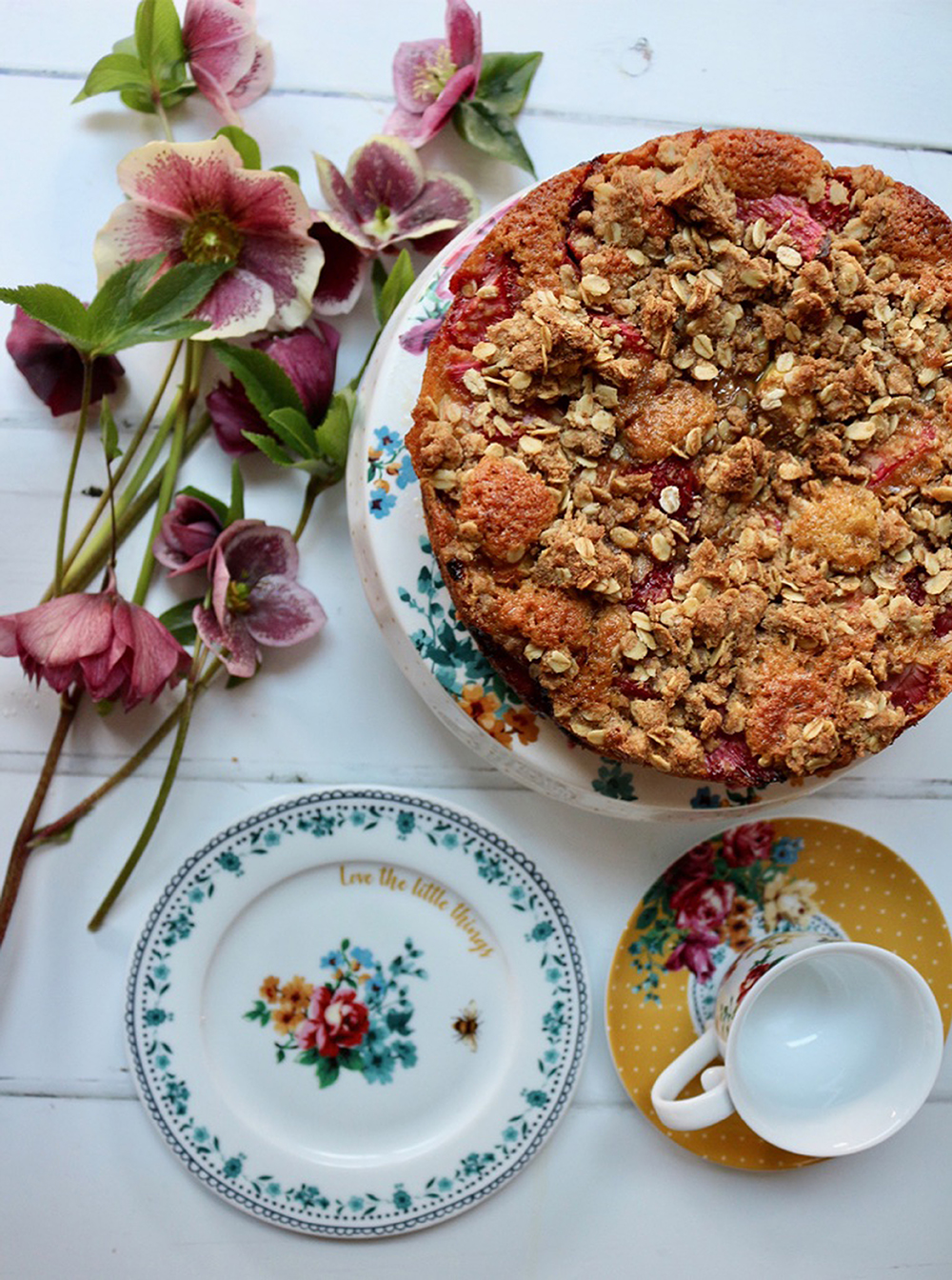 Rhubarb crumble cake for Mother's Day